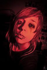 Perdonarme. (Maku-Z) Tags: red black girl nikon sad retrato autoretrato redflash ojos drama mirada lagrimas redblack expresin d3000 nikond3000