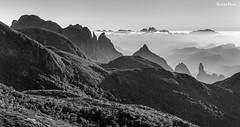 Amanhecer na Serra dos Órgãos (Waldyr Neto) Tags: mountains montanhas parnaso açu dedodedeus serradosórgãos agulhadodiabo cloudsstormssunsetssunrises