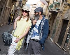 IMG_4549 (traccediscatti) Tags: street donna blu moda style persone uomo giallo colori stile cappello ragazza coppia occhiali pubblicit abbigliamento accessori