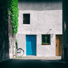 """Blue Door"" (helmet13) Tags: door stilllife building window bicycle wall architecture bavaria backyard silence augsburg aoi 100faves peaceaward heartaward world100f leicaxvario"