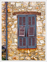 Vieux volets bleus (GilDays) Tags: blue house france window facade nikon cotedazur village bleu shutter provence maison mur fentre var ville faade urbain volet callian d810 nikond810 paysdefayence