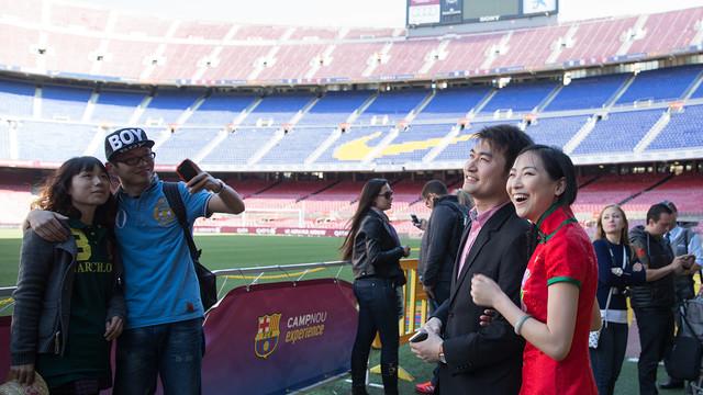 !Francisco Javier Fernandez¡ Te imaginas vivir la luna de miel en el Camp Nou? Descubre la historia de estas dos parejas chinas