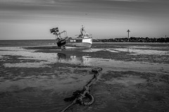 WAITING FOR THE TIDE (David Joyce 581) Tags: sea bw beach water boats coast fishing rocks rope essex clacton eos70d
