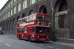 London Central T941, Kings Cross Station, 1992 (Lady Wulfrun) Tags: london station june transport railway 45 1992 kingscross titan brixton lt leyland b15 t941 londoncentral a941sye