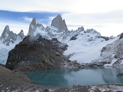 "Fitz Roy, 3 lagos <a style=""margin-left:10px; font-size:0.8em;"" href=""http://www.flickr.com/photos/83080376@N03/17209143523/"" target=""_blank"">@flickr</a>"