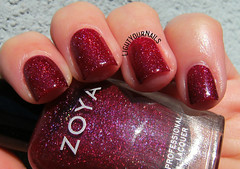 Zoya Blaze (Simona - www.lightyournails.com) Tags: red zoya nagellack nails manicure nailpolish holographic vernis esmalte unghie smalto naillacquer nailswatch