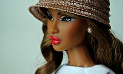 Close-up (Deejay Bafaroy) Tags: red portrait white black rot hat fashion closeup toys doll barbie portrt lips hut dominique makeda fr weiss royalty puppe integrity lippen tantalizing nuface