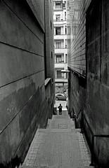 _DSC2812 (adrizufe) Tags: blackwhite nikon ngc bilbao basquecountry escaleras estrecho blanconegro nikonstunninggallery aplusphoto d7000 adrizufe adrianzubia