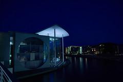 02_Reichstag in Berlin (damianschaerer) Tags: berlin deutschland sonnenuntergang himmel blau fluss spree regierung berlinmitte erholung
