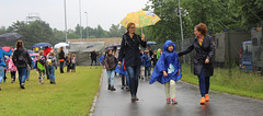 2016 Avondvierdaagse (Steenvoorde Leen - 1.6 ml views) Tags: girls boys rain kids utrecht doorn wandelen pluie raining regen paraplu parapluie leraar regenschirm 2016 keer spazieren avondvierdaagse wandeltocht utrechtseheuvelrug wandelroute 65e lerares scholen promenieren hulpouders