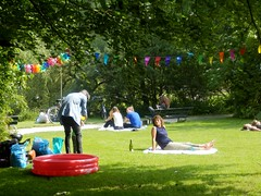 Outside Party (Quetzalcoatl002) Tags: park party summer amsterdam outside weekend sunny feestje sarphatipark