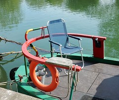 For When the Sun Shines (mikecogh) Tags: boat chair rear houseboat oxford stern sunnny liefbuoy