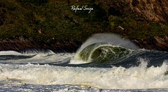Itacoatiara (rafael alves de souza) Tags: brazil verde praia rio brasil riodejaneiro canon mar cidademaravilhosa wave tubo montanha niteroi espuma itacoatiara onda nikiti itacoa cidademaravilha rio2016 rafaelsouza
