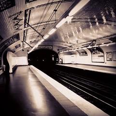 Paris Metro (sergio.pereira.gonzalez) Tags: paris france blancoynegro canon blackwhite noiretblanc metro francia sergiopereiragonzalez instagramapp uploaded:by=instagram sevrelecourbe