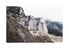 * (Daniel Espinoza) Tags: italien italy film landscape italia fineart paisaje analogue landschaft nikonfe analogphotography quarry cantera carrara argentique marmol marbre filmphotography agfa400 danielespinoza