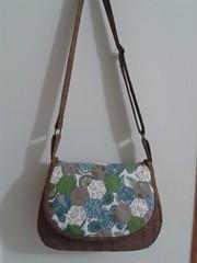 Bolsa estilo carteiro com hexgonos (PCPriscila) Tags: pillow purse patchwork almofada tablerunner bolsacarteiro annidowns