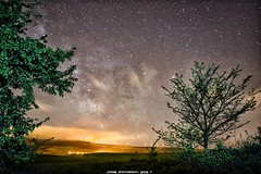 Misterios del Universo (JoseMi Campos) Tags: naturaleza nikon paisaje cielo estrellas nocturna fotografia navarra largaexposicion vialactea nikond5300