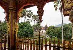 078. Laos. Luang Prabang. Temple Wat Mai dans l'enceinte du palais royal (beatrice.boutetdemvl) Tags: temple royal mai palais laos wat luang prabang
