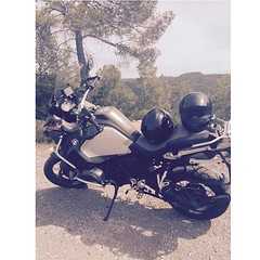 Bon dia per sortir amb moto... (OriolGaldon) Tags: ktm motorbike bmw motorcycle dakar gsa semanasanta motorrad shoei biketrip dainese bmwr1200gs alpinestars agv monsterenergy motosiklet gsadventure bmwboxer bmwgsadventure santlloren bmwgsa pistagp uploaded:by=flickstagram makelifearide ilovemygsa instagram:photo=95510888288700207714839912 mylifebebike agvrider