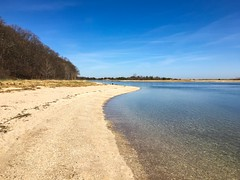 The beach wraps around the bluff, Sunken Meadow State Park (Matt McGrath Photography) Tags: newyork beach water unitedstates longisland northshore kingspark bluff longislandsound sunkenmeadowstatepark