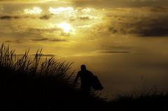 Camino a las olas... (surfcanallave-Juanjo Ruiz) Tags: surf body playa sol olas puestasdesol serenidad cielo airelibre paisaje puestadesol mar agua campo