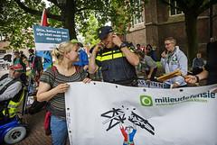 Protest Groningen bij bezoek Kamp (MilieudefensieNL) Tags: netherlands nederland gas groningen nam kamp demonstratie kamer aardbeving tweede milieudefensie boren schade milieu verzet provincie gaswinning gasboring schok schokkend fossilfree aardbevingen gasbesluit mijnbouwwet gasverzet gaswinst fossielvrij