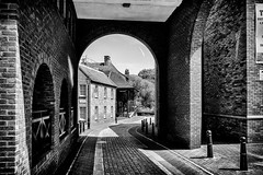 Isleworth Archway to the River (Maxwell Hamilton) Tags: blackandwhite arch archway isleworth