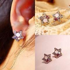 ต่างหูรูปดาว คริสตัลทองหรูหราใหม่แฟชั่นสวย Elegant Crystal Star Earrings นำเข้า สีทอง - พร้อมส่งW152 ราคา250บาท เก๋ที่ต่างหูแบบแป้นดีไซน์หรูหราน้ำหนักเบา ต่างหูรูปดาวสีทองประดับด้วยคริสตัลสีเพชรอร่ามสวยจะใส่ไปทำงาน ใส่เป็นต่างหูไปงานแต่งงานเข้าได้ทุกชุดรา