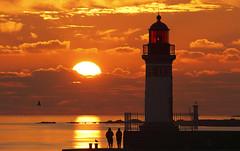 Jetée Ouest (Philippe POUVREAU) Tags: sunset lighthouse france saint port harbor harbour pêcheur loire phare jetée feux saintnazaire 2014 pêcheurs couchersoleil paysdelaloire estuaire loireatlantique embouchuredelaloire feuxdeport nazaireé