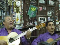 "Musiciens dans le restau de chorillana <a style=""margin-left:10px; font-size:0.8em;"" href=""http://www.flickr.com/photos/83080376@N03/17260612412/"" target=""_blank"">@flickr</a>"