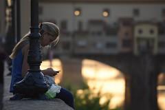 Ponte Vecchio e contatti nuovi (Sante sea) Tags: italy girl florence italia ponte firenze ragazza vecchio