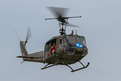 US Army Bell UH-1H Iroquois 66-16624/N624HF '61/624' (Hugh Dodson) Tags: bell saturday huey ypsilanti usarmy iroquois willowrun uh1h 61624 n624hf 6616624 thunderovermichigan2015