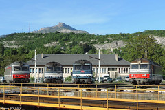Diesel au pied des montagnes (pierre141f282) Tags: bleu bb chambry savoie parc locomotives sncf rotonde nivolet 67300 disel multiservice 67400 67351 67352 67367 67418