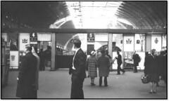 Paddington - Passengers and Steam (trafalgar45682) Tags: station ashley cathedrals steam express grange sixties paddinton 6142 6824