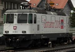 SBB Lokomotive Re 4/4 II 11268 bzw. Re 420 268 - 5 mit Werbung Gottardo 2016 ( Hersteller SLM Nr. 4914 - BBC - MFO - SAAS - Baujahr 1973 ) am Bahnhof Thun im Berner Oberland im Kanton Bern der Schweiz (chrchr_75) Tags: hurni christoph schweiz suisse switzerland svizzera suissa swiss chrchr chrchr75 chrigu chriguhurni chriguhurnibluemailch juni2016 bahn eisenbahn schweizer bahnen zug train treno albumsbbre44iiiii lok lokomotive sbb cff ffs schweizerische bundesbahn bundesbahnen re44 re 44 albumbahnenderschweiz juna zoug trainen tog tren   locomotora lokomotiv locomotief locomotiva locomotive railway rautatie chemin de fer ferrovia  spoorweg  centralstation ferroviaria