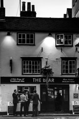 The Bear (Herminio.) Tags: bear inglaterra friends england amigos beer pub friendship cerveza ale ronda oxford round amics amistat amistad cervecería cerveseria cervesa thebear eloso anglaterra lós