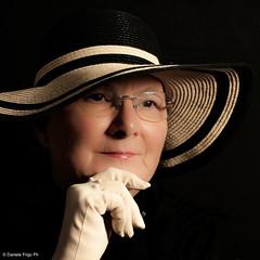 (Frigo Daniele) Tags: light woman hat cappello