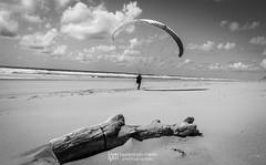 IMG_9237 (Laurent Merle) Tags: beach fly outdoor dune cte vol paragliding soaring ozone plage parapente atlantique ocan glisse littlecloud spiruline