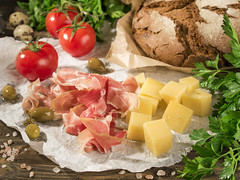 Cheese, tomatoes, ham, bread (Katie photographer) Tags: food foodphoto foodphotography foodstyling photo photography foodphotographer menu naturallight olympus pentax pentax645z commercial commercialphoto