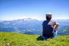 Fly away (Heinrich Plum) Tags: heinrichplum plum fuji xe2 xf1855mm tennengebirge drachenflieger hängegleiter hangglider berge mountains mountain berg träumen dream daydream fliegen flying