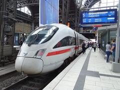 DB 605 010 @ Hamburg Hbf (Sim0nTrains Photos) Tags: hamburghauptbahnhof hamburghauptbahnhofstation hamburghbf dbagclass605 class605 dmu dieselmultipleunit dbclass605 icetd venturio bombardier bombardiertransportation siemens ice icetrain