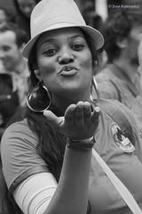 Peut pas faire de mal - Won't do any harm (Jean Ka) Tags: france paris carnavaltropical 2016 dfil parade fte umzug celebration street rue strase costume folklore dguisement verkleidung disguise femme frau woman blancetnoir blackandwith schwarzweiss hut hat chapeau airkiss earrings boucledoreil ohrringe