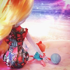 A perfect #Sunset to end a #Fangtastic day!  (jlantistoys) Tags: dolls doll monster monsterhighdolls ghoul beast pet lagoonablue monsterhigh toys photography collector collection ever after high beach