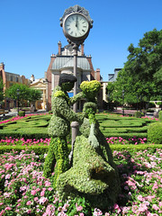 Prince Charming and Cinderella Topiary (meeko_) Tags: prince charming princecharming cinderella princess topiary clock france worldshowcase epcot themepark international flower garden festival flowerandgardenfestival internationalflowerandgardenfestival walt disney world waltdisneyworld florida