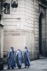 Barcelona - Three sisters (Dave Noyle) Tags: barcelona street corner spring spain gothic nuns cobblestone quarter gotic barri 2016