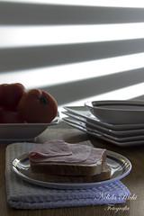 DESAYUNO (NELIDA RICHI FOTOGRAFIA) Tags: sol queso pan desayuno tomate jamon platos perciana
