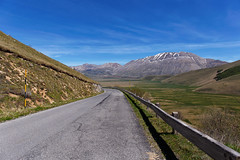 Monti Sibillini (Ale*66*) Tags: road italy nature landscape natura paesaggio umbria piana strana castelluccio montisibillini vastit