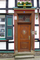 Home Of Wisdom (TablinumCarlson) Tags: door leica flowers 6 house window germany deutschland timber fenster north steps 7 blumen seven owl architektur nrw wisdom ruhrgebiet gebude tr nordrheinwestfalen entry hattingen halftimbered dlux sieben fachwerk fachwerkhaus versicherung eule fensterlden weisheit timberframed rhinewestphalia provinzial enneperuhrkreis feuerversicherung gebudeversicherung societt