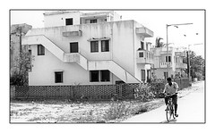 nous habitions cette maison  Thiruvanmiyur (JJ_REY) Tags: bw india film home madras suburb chennai maison tamilnadu inde southindia thiruvanmiyur indedusud