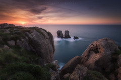 Urros de Liencres (Cantabria, Spain) (Tomasz Raciniewski) Tags: sunset sea sky sun seascape rock landscape spain puerta colours outdoor cantabria haida nd400 liencres d3200 urros